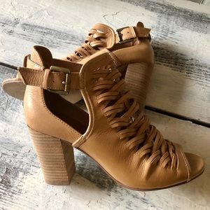 Chinese Laundry Cut Leather Tan Sandals Heels 7